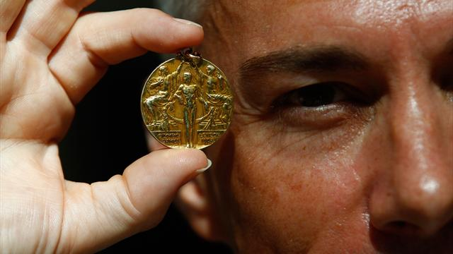 Fans experience London 2012 medals first hand