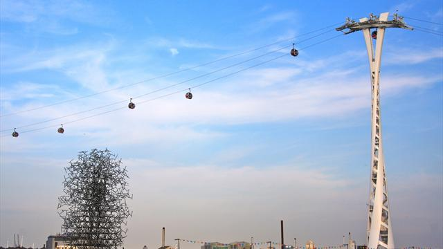 Thames cable car in full swing