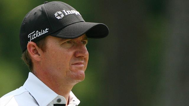 'Boring' Walker top at Wyndham as Simpson lurks