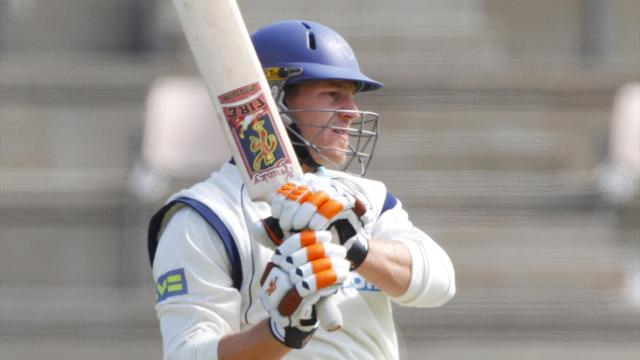 Hampshire cruise to eight-wicket win