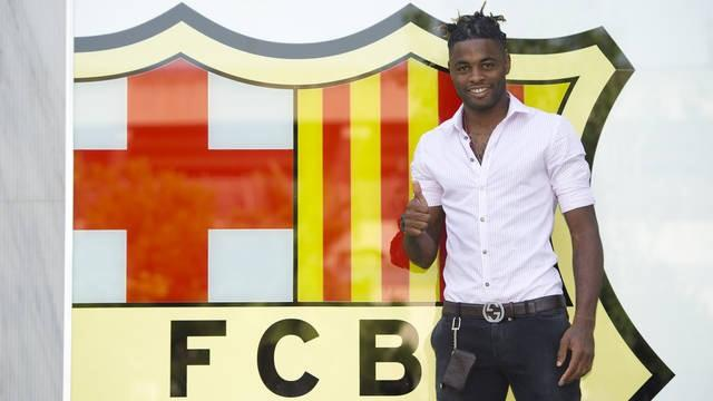 Song signs for Barcelona - Football - Spanish Liga