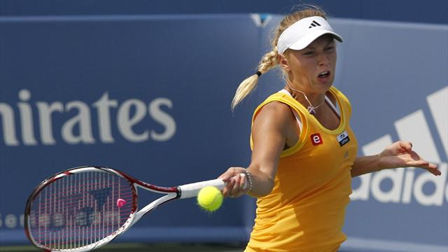 Wozniacki eases through - Tennis