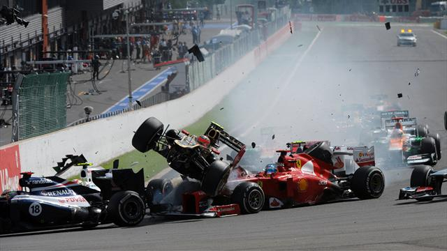 Hamilton and Alonso crash  - Formula 1