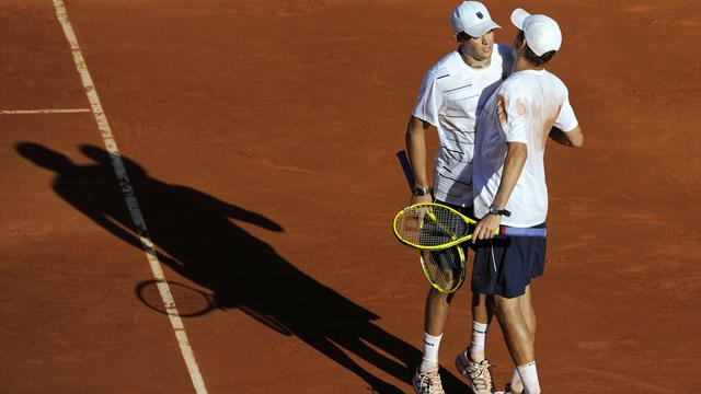 Bryan brothers keep US alive against Spain