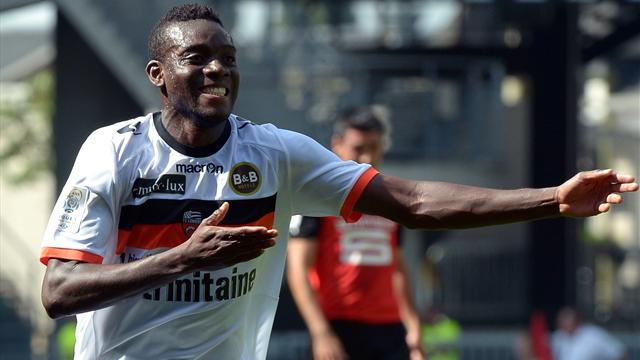 Lyon go top, nine-man Lorient beat Rennes
