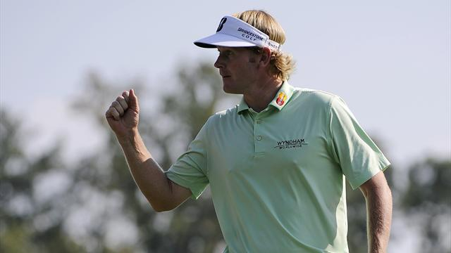 Snedeker edges ahead of McIlroy at Tour Champs