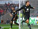 Norwich beat Swansea in thriller