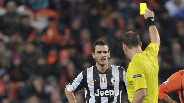 Juventus defender Bonucci banned for dive - Football - Serie A