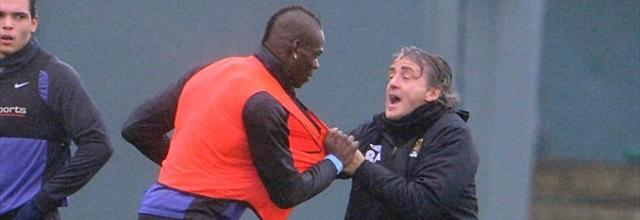 Balotelli et Mancini en viennent aux mains - Football - Premier League