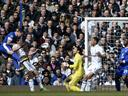 Sigurdsson rescues a point for stuttering Spurs