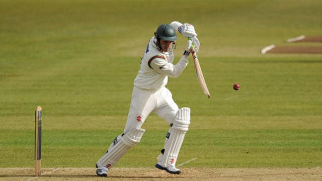 Foxes dig in against Hampshire - Cricket