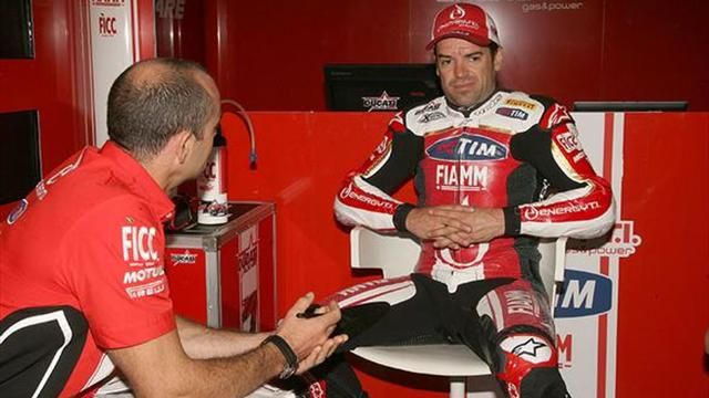 Checa tests Ducati WSBK laboratory bike - Superbikes