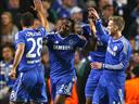 Eto'o brace helps Chelsea past Schalke