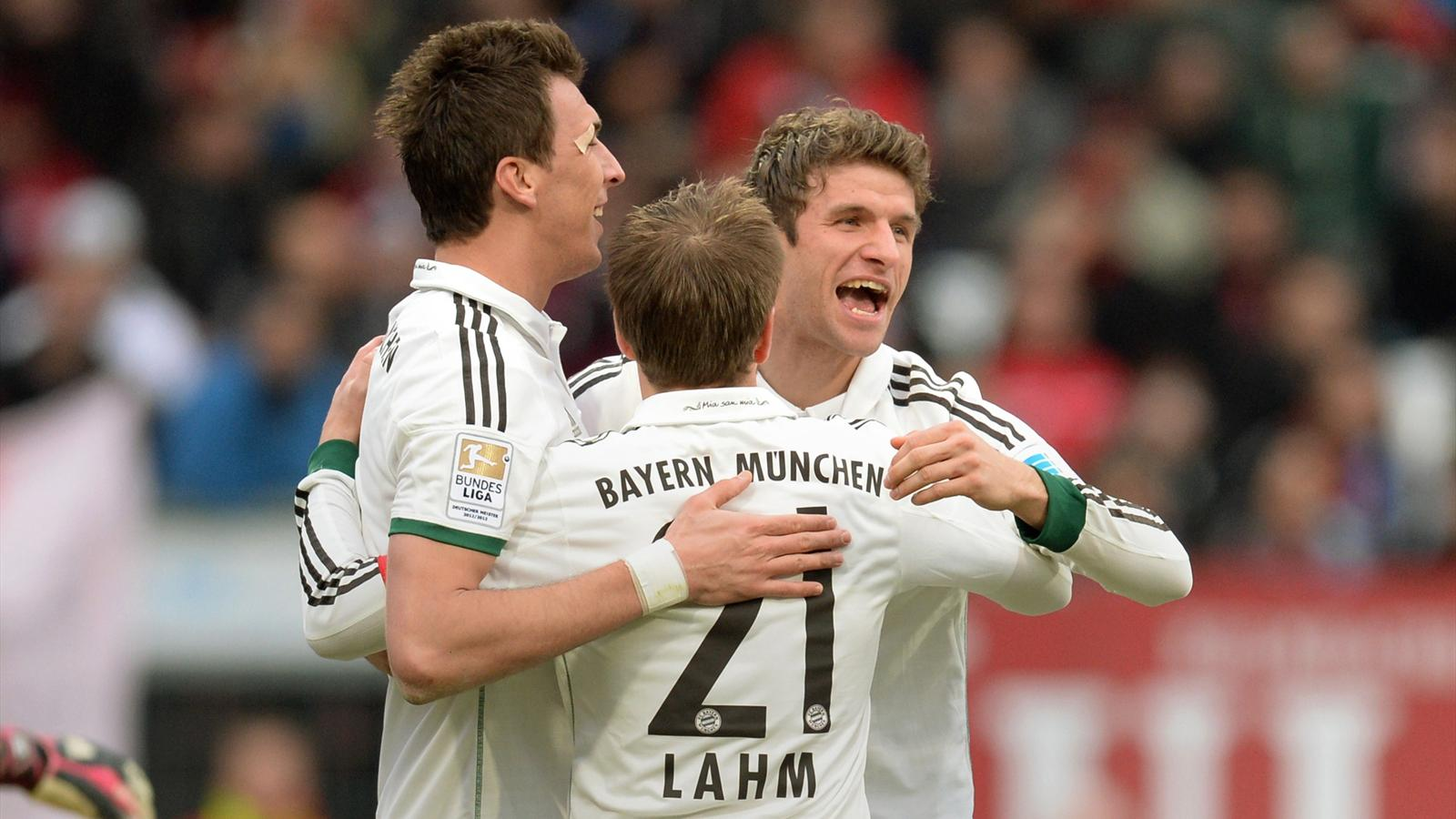Bayern Munich's Croatian striker Mario Mandzukic, defender Philipp Lahm and striker Thomas Mueller celebrate (AFP)