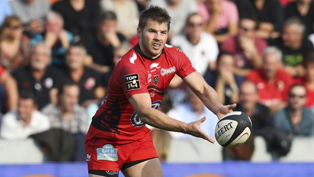 Toulon go top with astonishing nine-try victory