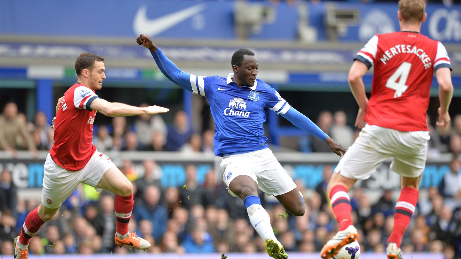 Everton's Belgian striker Romelu Lukaku (C) scores their second goal during the English Premier League football match between Everton and Arsenal, 2014