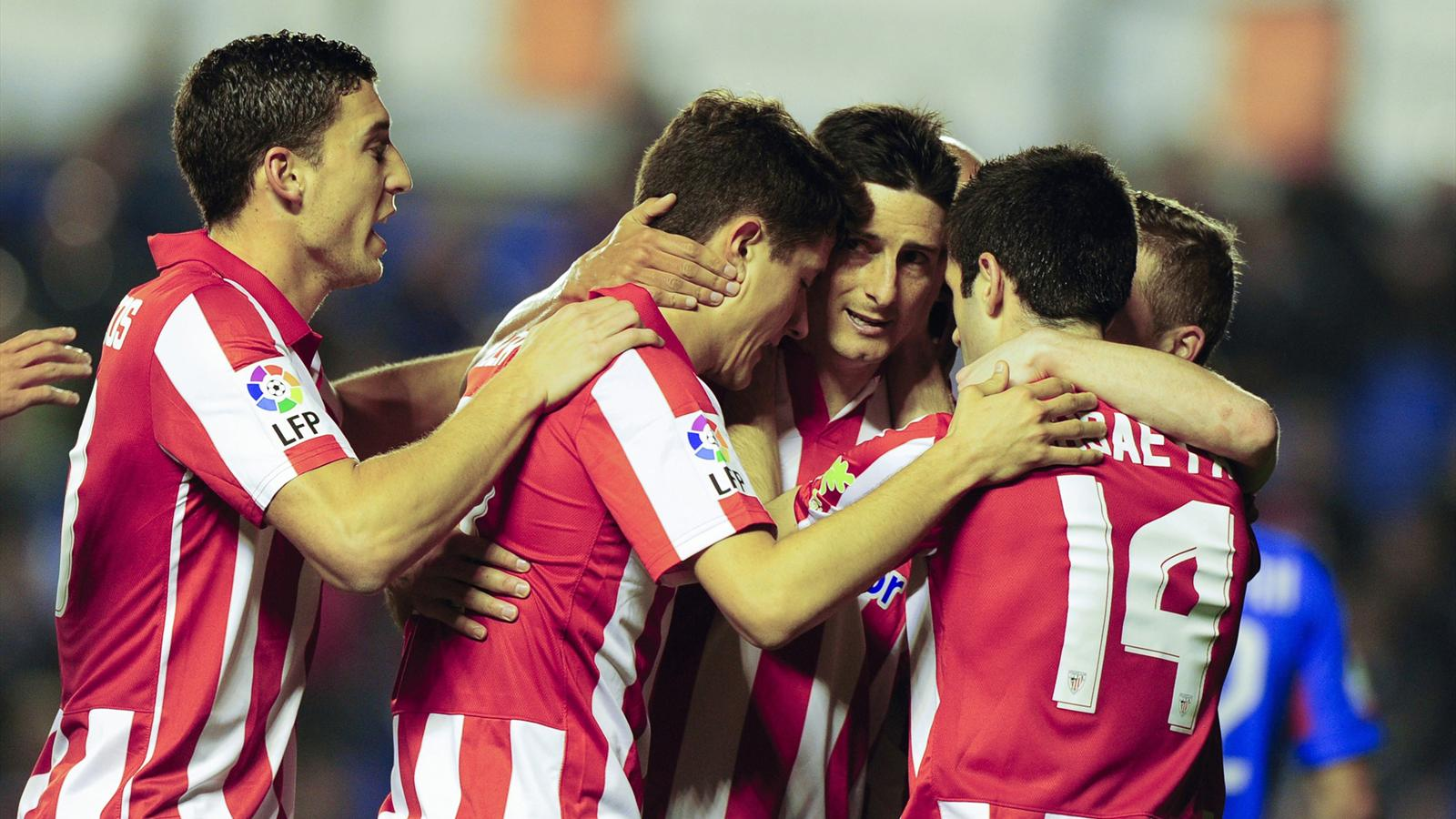 Athletic Bilbao forward Aritz Aduriz celebrates after scoring against Levante at the Ciutat de Valencia stadium (AFP)