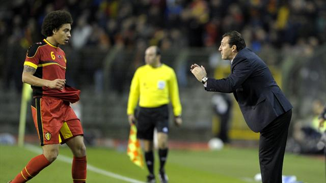 Belgium's coach Marc Wilmots (R) talks with Axel Witsel (Reuters)