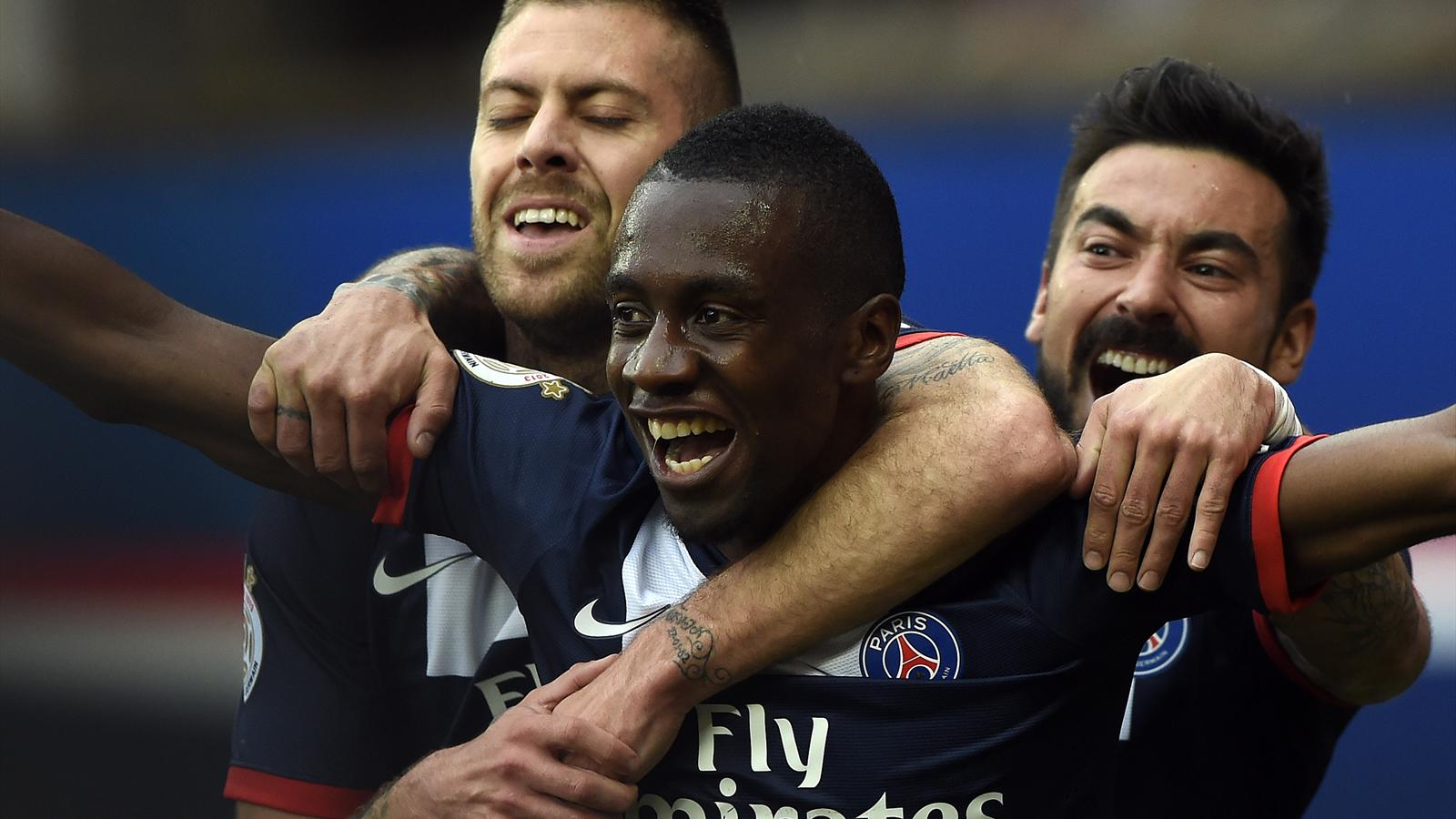 FRANCE, Paris : Paris Saint-Germain's French midfielder Blaise Matuidi (C) is congratuled by teammate Paris Saint-Germain's French midfielder Jeremy Menez (L) after scoring a goal during the French L1 football match Paris Saint-Germain (PSG) vs Evian Thon