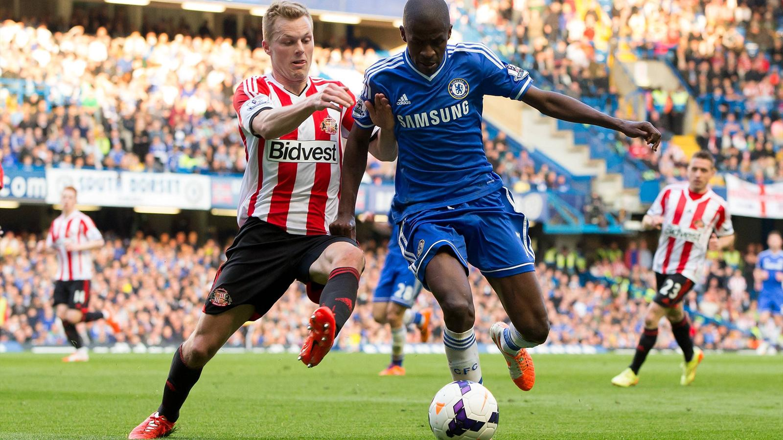 Ramires of Chelsea and Sebastian Larsson of Sunderland.