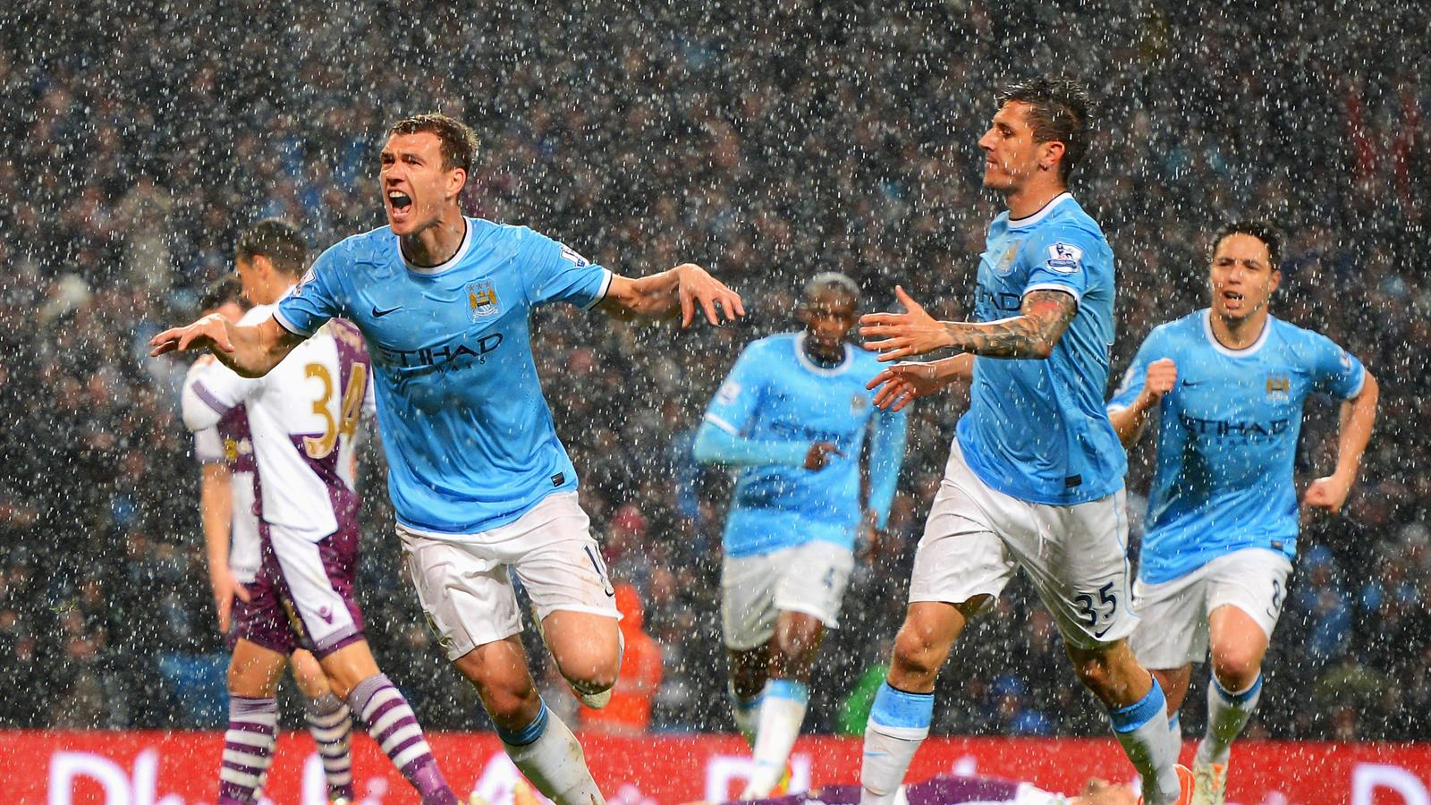 Bildtext:MANCHESTER, ENGLAND - MAY 07: Edin Dzeko of Manchester City celebrates scoring the opening goal during the Barclays Premier League match between Manchester City and Aston Villa at Etihad Stadium on May 7, 2014 in Manchester, England. (Photo by Mi