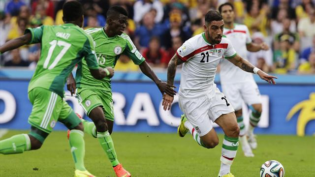 Nigeria's Ramon Azeez (2nd L) fights for the ball with Iran's Ashkan Dejagah (R) during their 2014 World Cup F soccer match at the Baixada arena in Curitiba June 16, 2014.