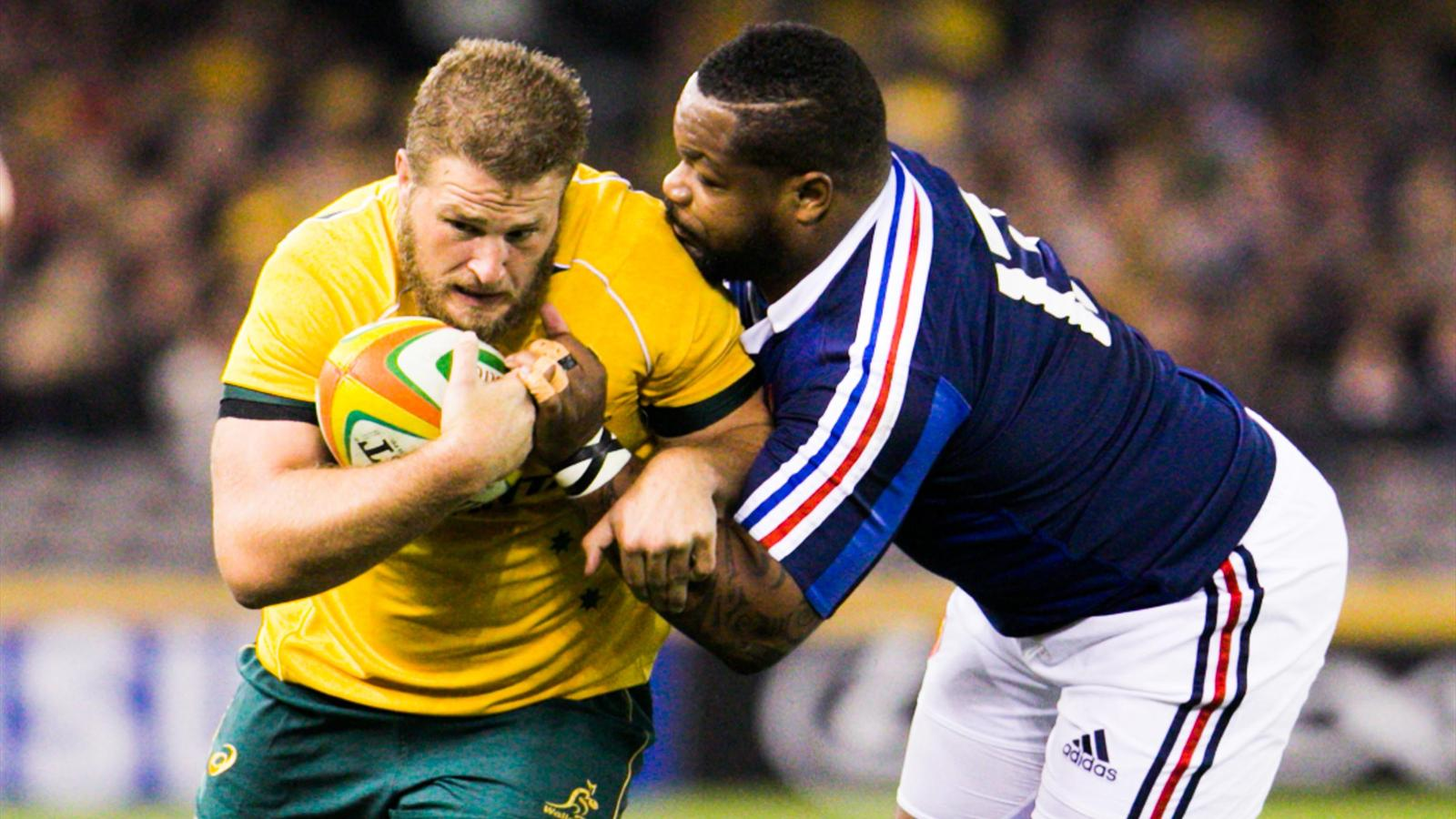 Mathieu Bastareaud plaque Paddy Ryan lors d'Australie-France - 14 juin 2014