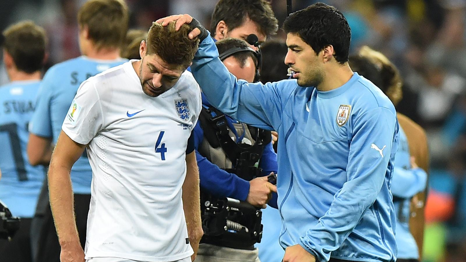 Steven Gerrard and Luis Suarez after Uruguay - England, World Cup 2014