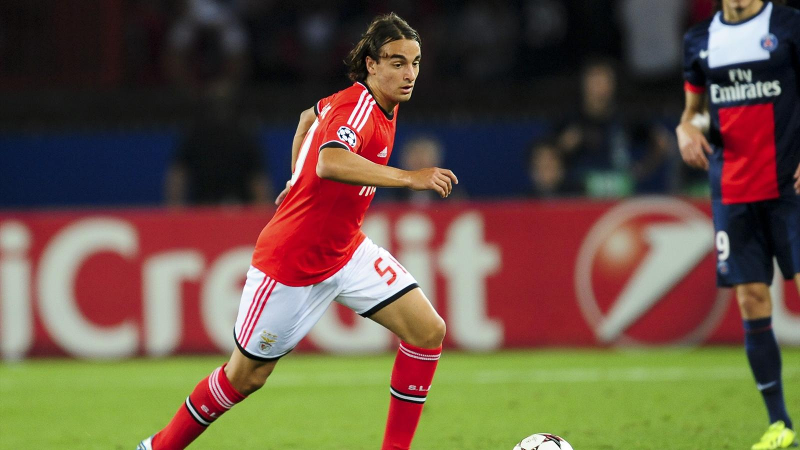 Lazar Markovic in action with Benfica Lisbonne in front of Paris Saint-Germain