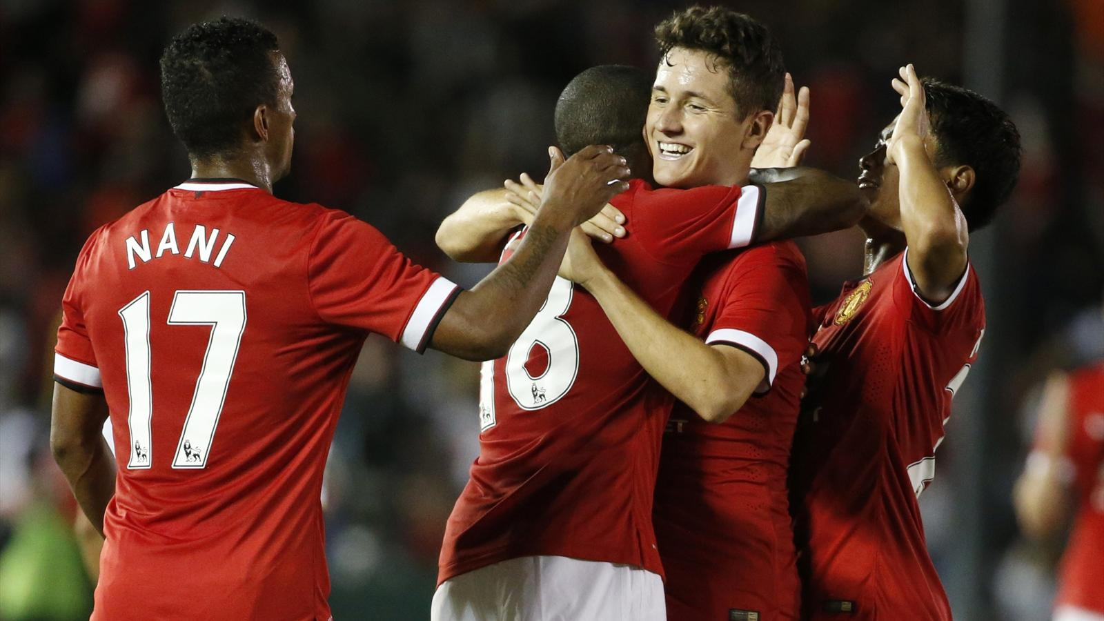 Manchester United midfielder Ander Herrera of Spain (2nd R) celebrates with Ashley Young (2nd L) (Reuters)