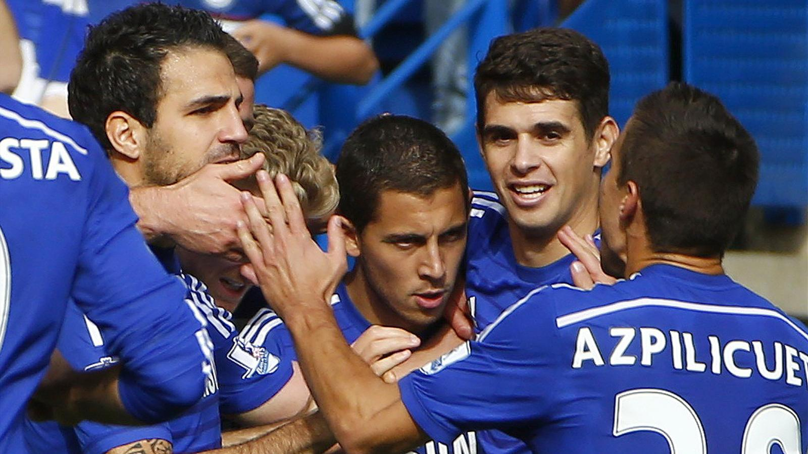 Chelsea's Eden Hazard (C) celebrates with teammates after scoring a penalty against Arsenal during their English Premier League soccer match at Stamford Bridge in London October 5, 2014. REUTERS/Eddie Keogh
