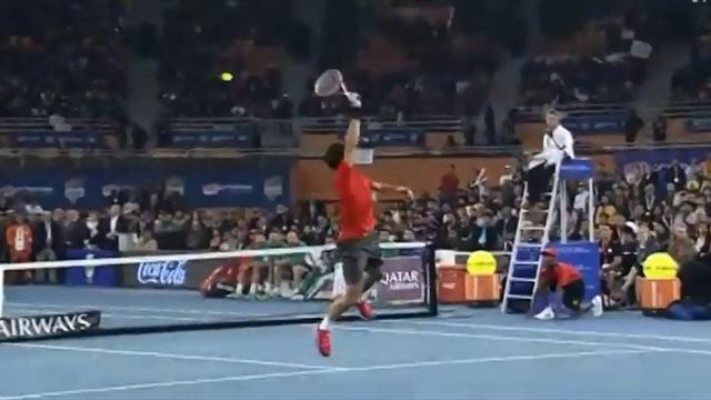 Le smash incroyable de Federer face � Djokovic en Inde