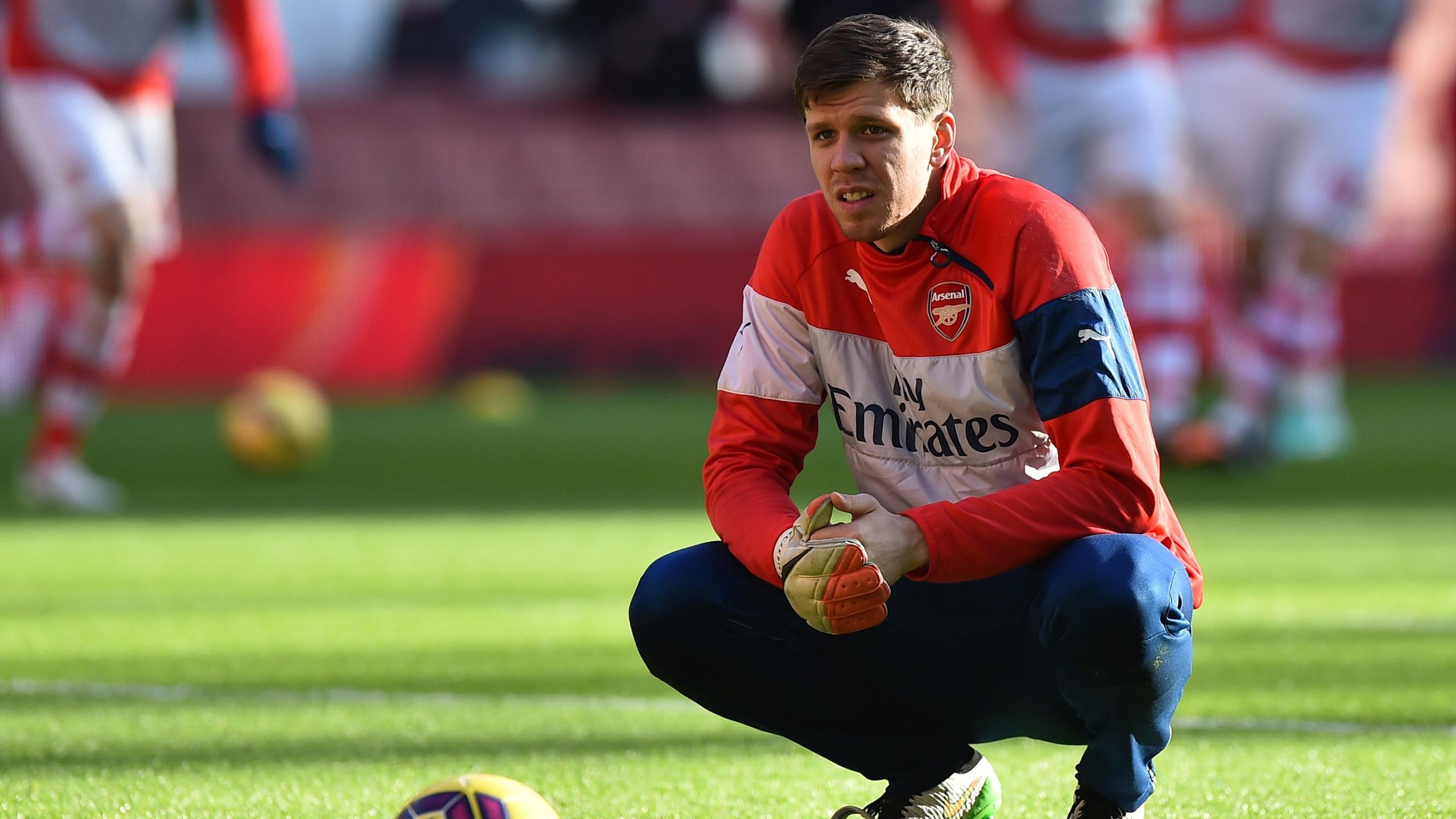 Arsenal's Polish goalkeeper Wojciech Szczesny takes a break during warm up ahead of the English Premier League football match between Arsenal and Stoke City
