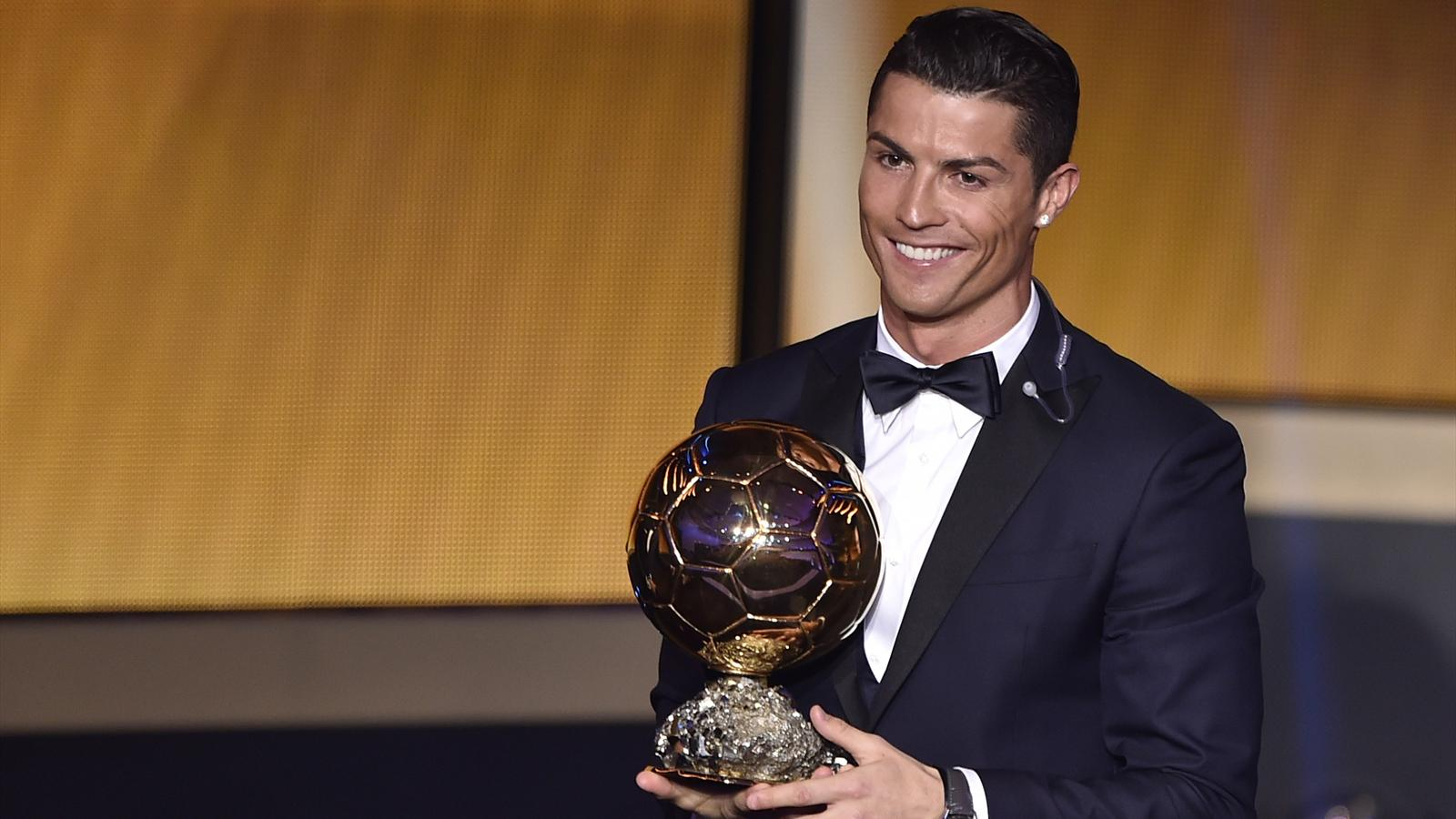 Ronaldo reçoit son 3e Ballon d'Or