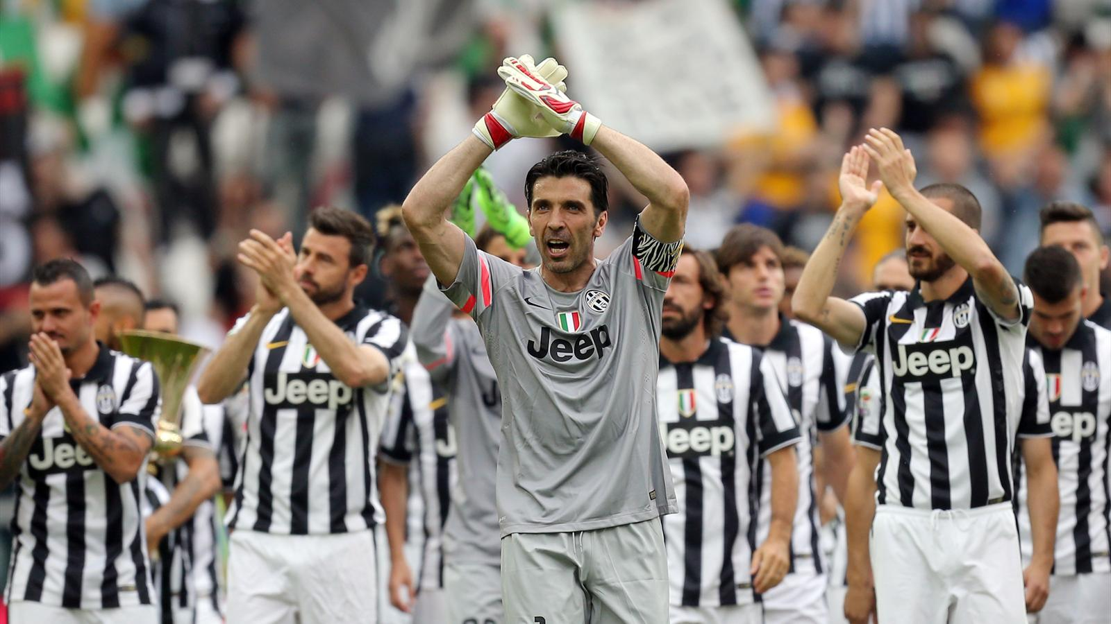 Gianluigi Buffon salutes the Juventus fans.