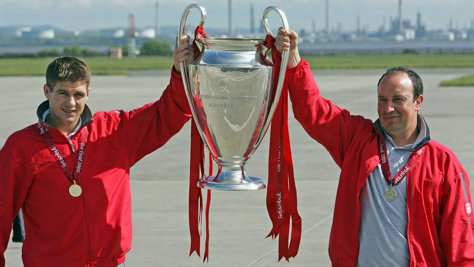 Steven Gerrard and Rafael Benitez return from Istanbul with the Champions League trophy, 2005