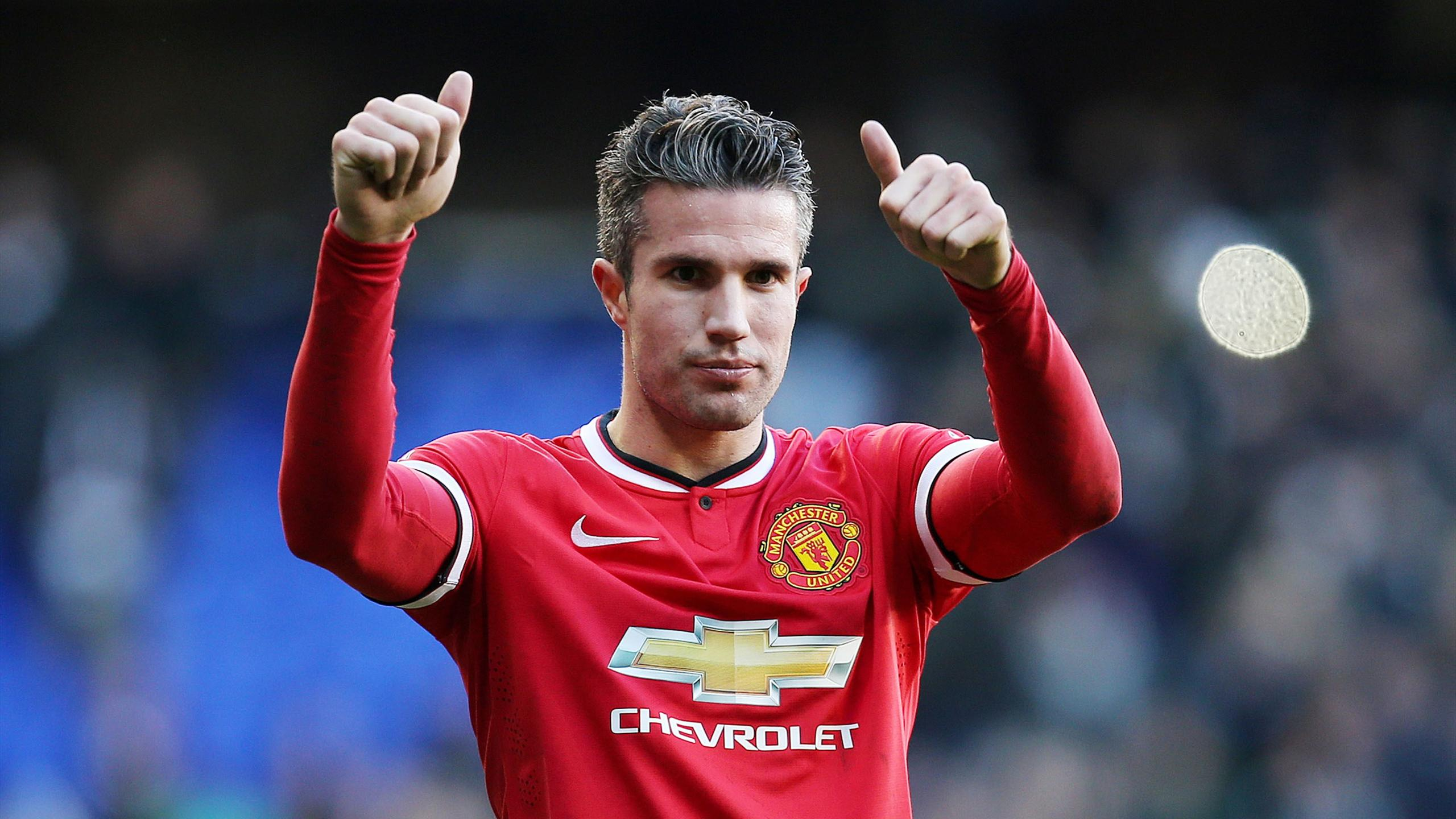 Robin van Persie of Manchester United salutes the fans