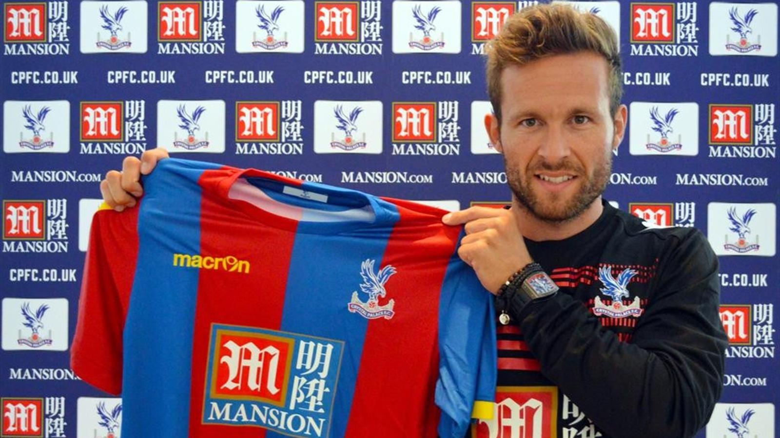 Yohan Cabaye holds up his new shirt