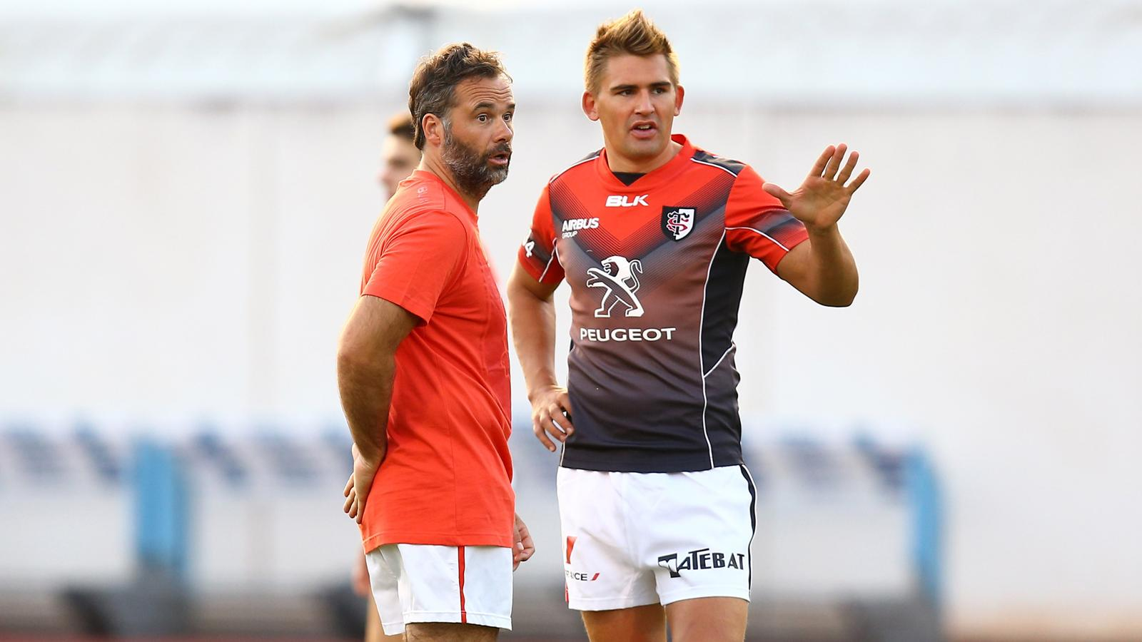 Toby Flood en discussion avec Ugo Mola
