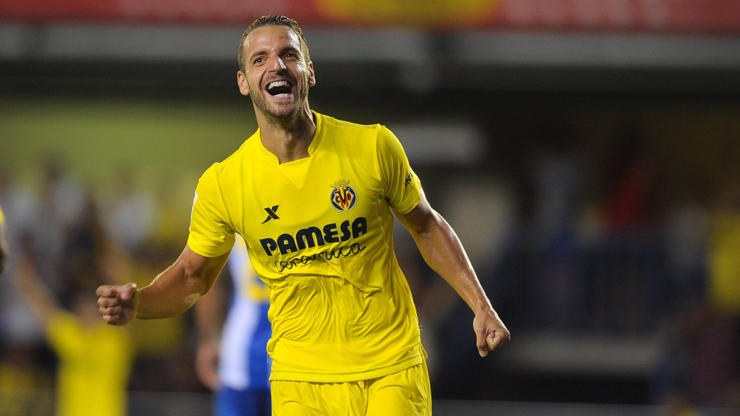 Roberto Soldado celebrates scoring for Villarreal against Espanyol