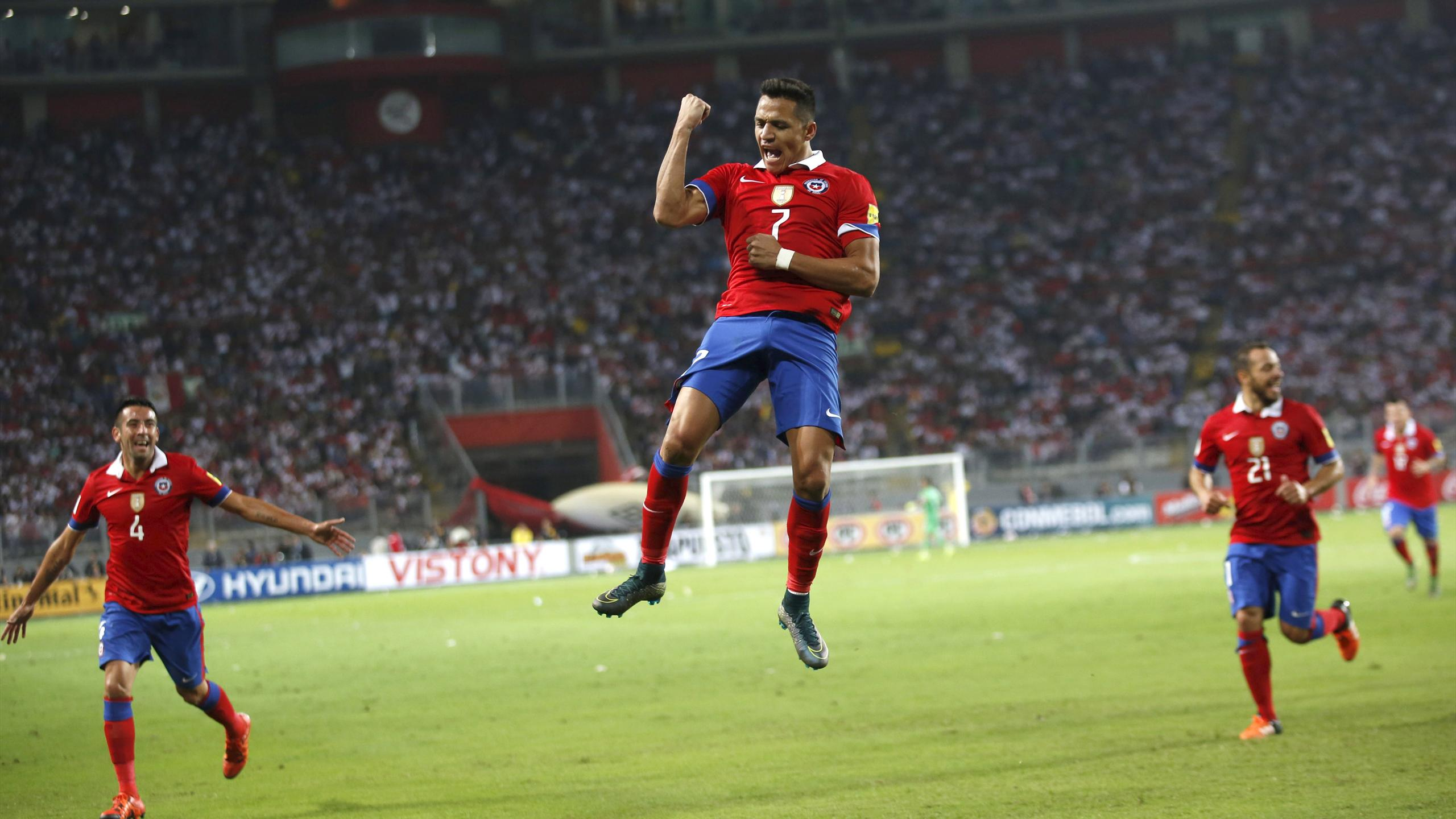 Chile's Alexis Sanchez (C) celebrates his goal against Peru during their 2018 World Cup qualifying match at Nacional stadium in Lima
