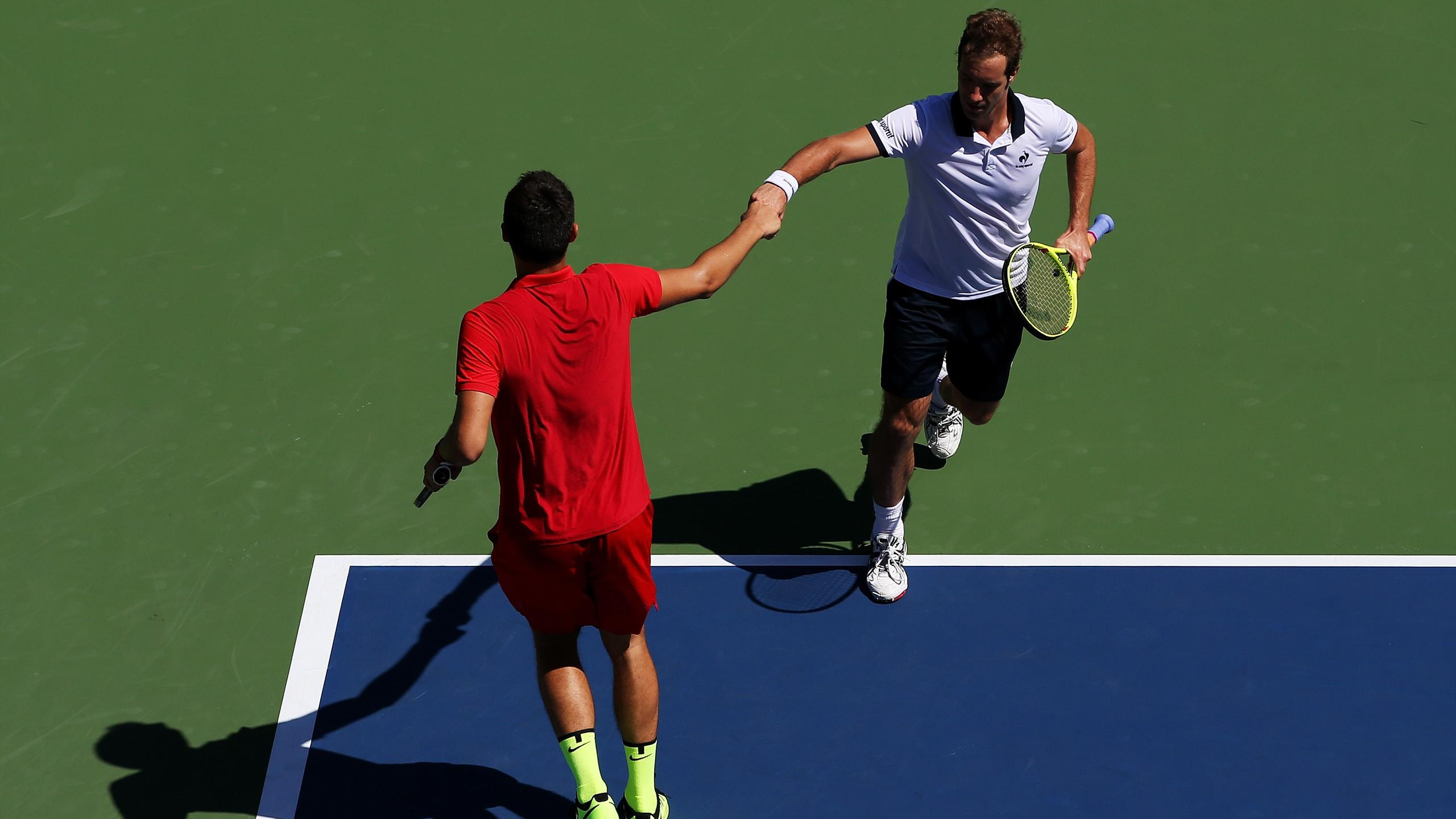 Bernard Tomic et Richard Gasquet lors de l'US Open 2015