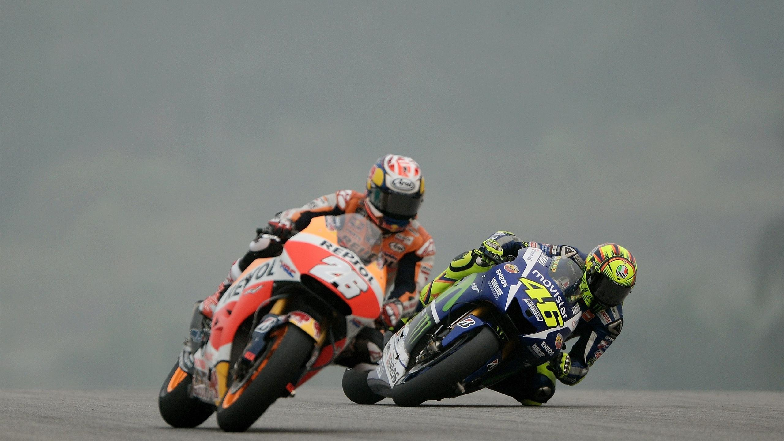 Movistar Yamaha MotoGP's Italian rider Valentino Rossi (R) and Repsol Honda Team's Spanish rider Dani Pedrosa (L) power their bikes during the third practice session of the MotoGP Malaysian Grand Prix at Sepang International Circuit on October 24, 2015