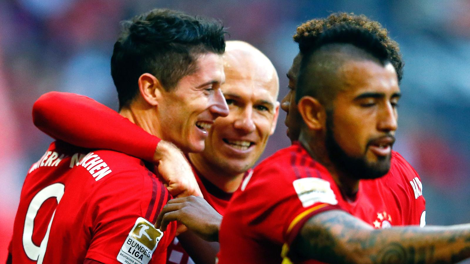 Bayern Munich's Robert Lewandowski (L-R) celebrates with Arjen Robben and Arturo Vidal after he scored against Cologne during their Bundesliga match