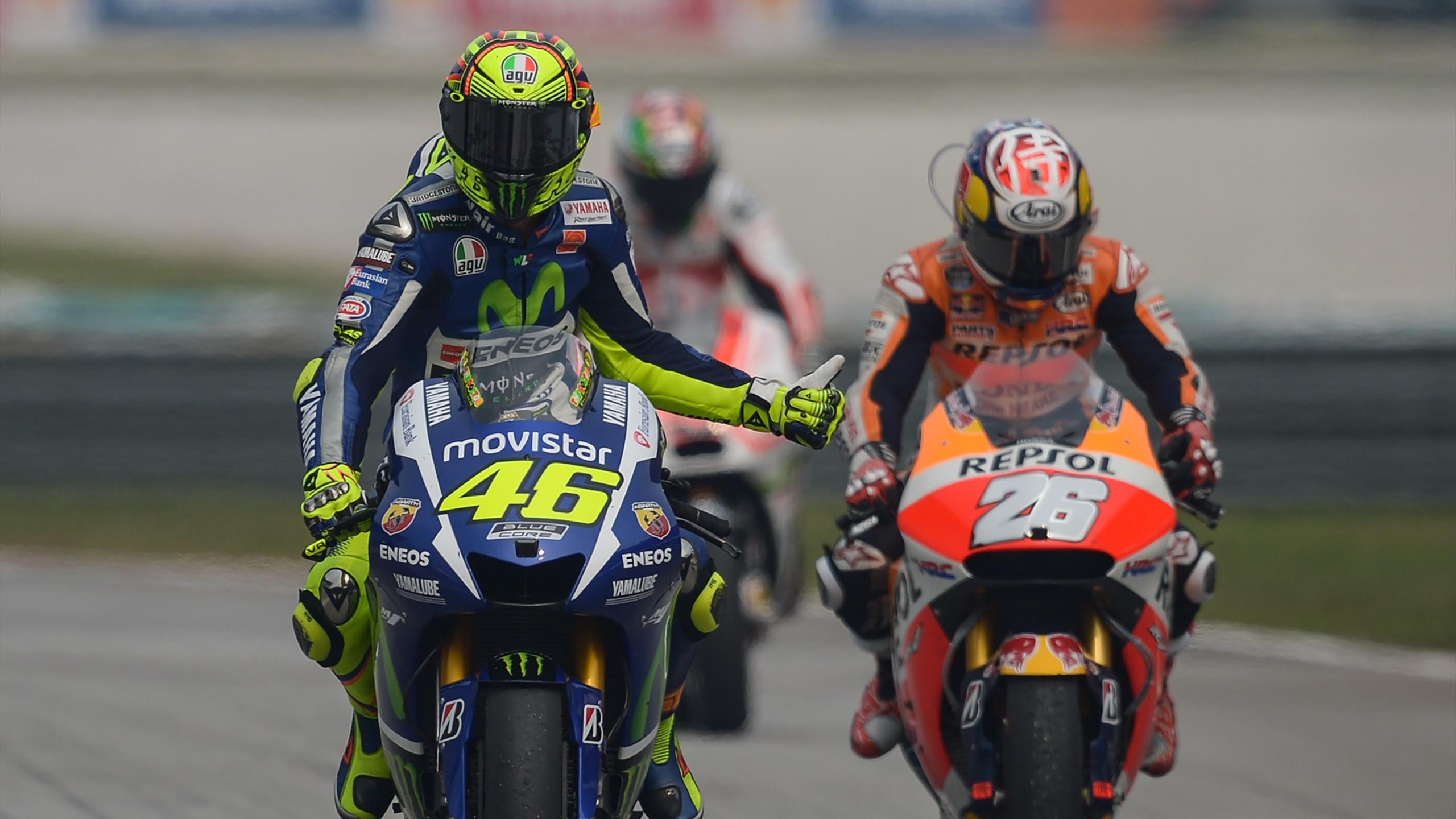 Movistar Yamaha MotoGP's Italian rider Valentino Rossi (L) gestures the thumbs up towards Repsol Honda Team's Spanish rider Dani Pedrosa (R) after the Malaysian Grand Prix MotoGP motorcycling race at the Sepang International Circuit on October 25, 2015