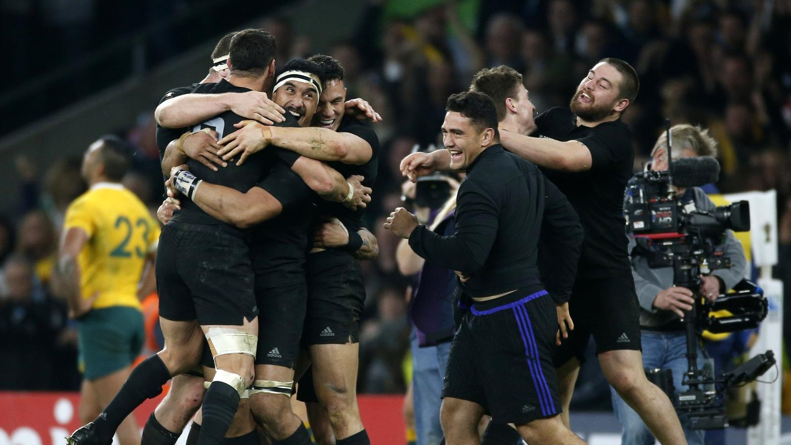 New Zealand players celebrate after beating Australia to win the Rugby World Cup final match at Twickenham