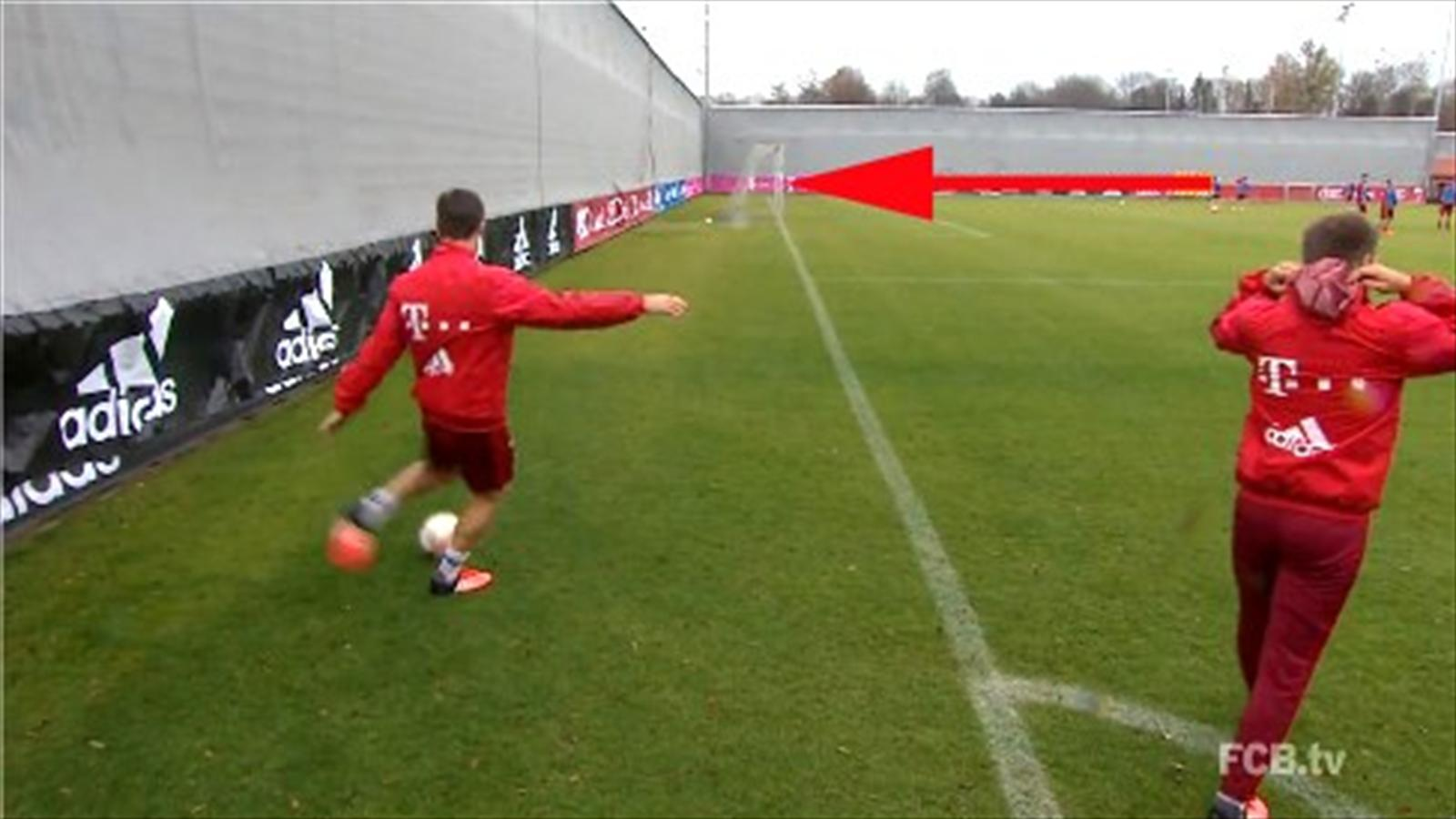 Xabi Alonso scores with outrageous behind-the-goal strike in Bayern Munich training (Twitter)