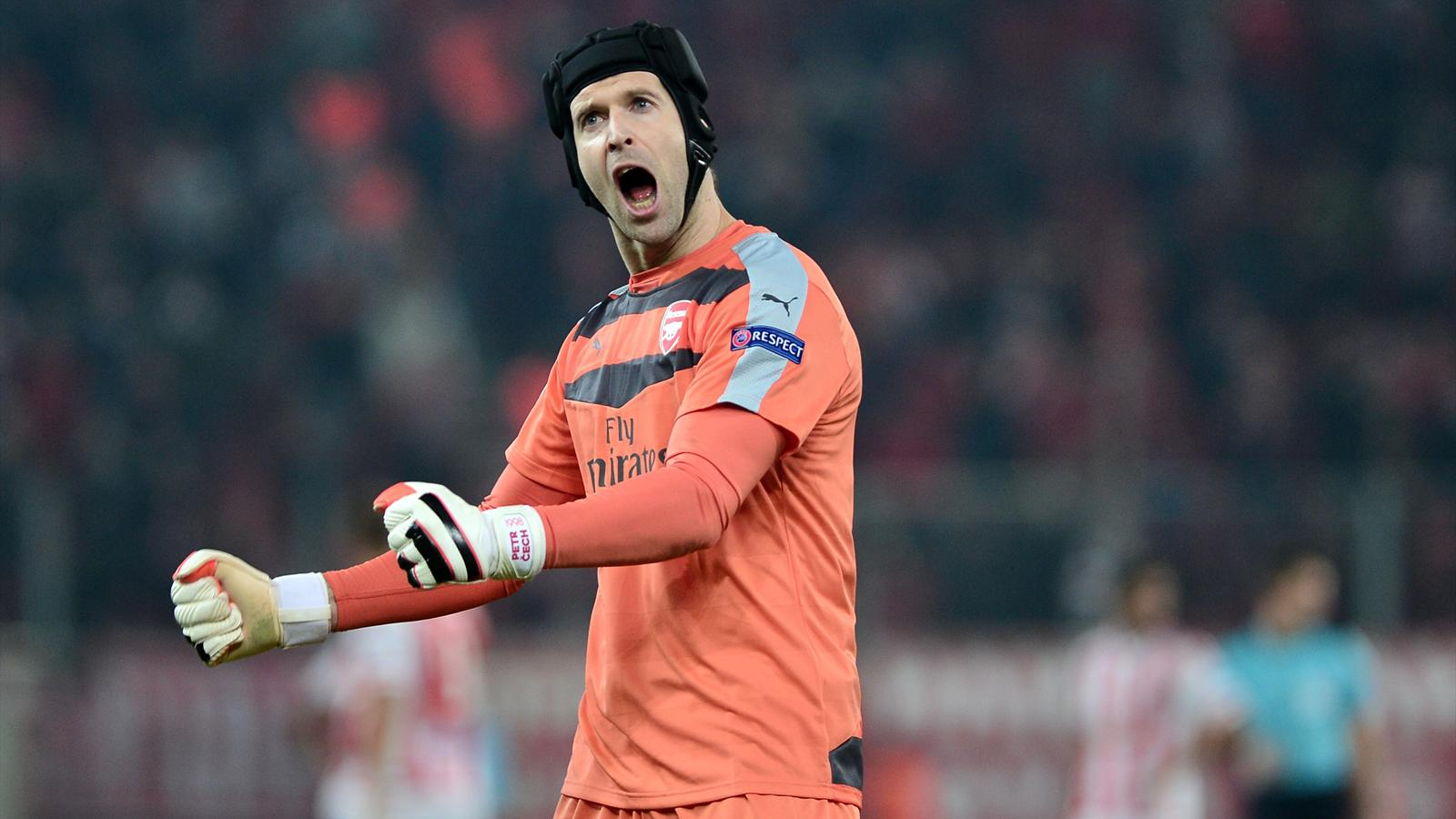 Arsenal's Czech goalkeeper Petr Cech celebrates after the UEFA Champions League Group F football match between Olympiacos and Arsenal at the Georgios Karaiskakis Stadium in Piraeus near Athens on December 9, 2015