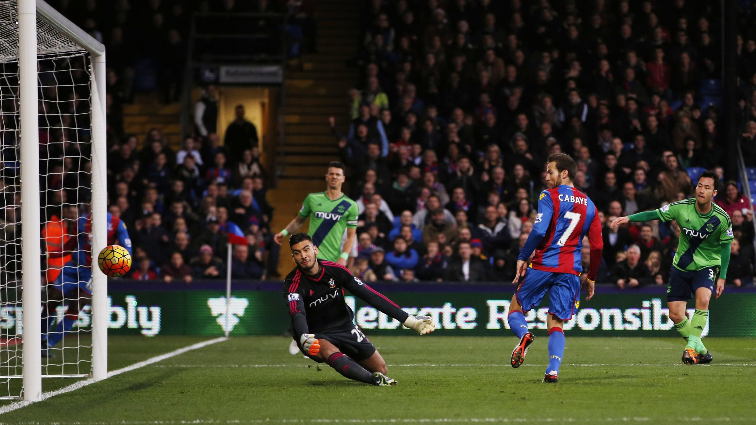 Yohan Cabaye scores for Crystal Palace against Southampton