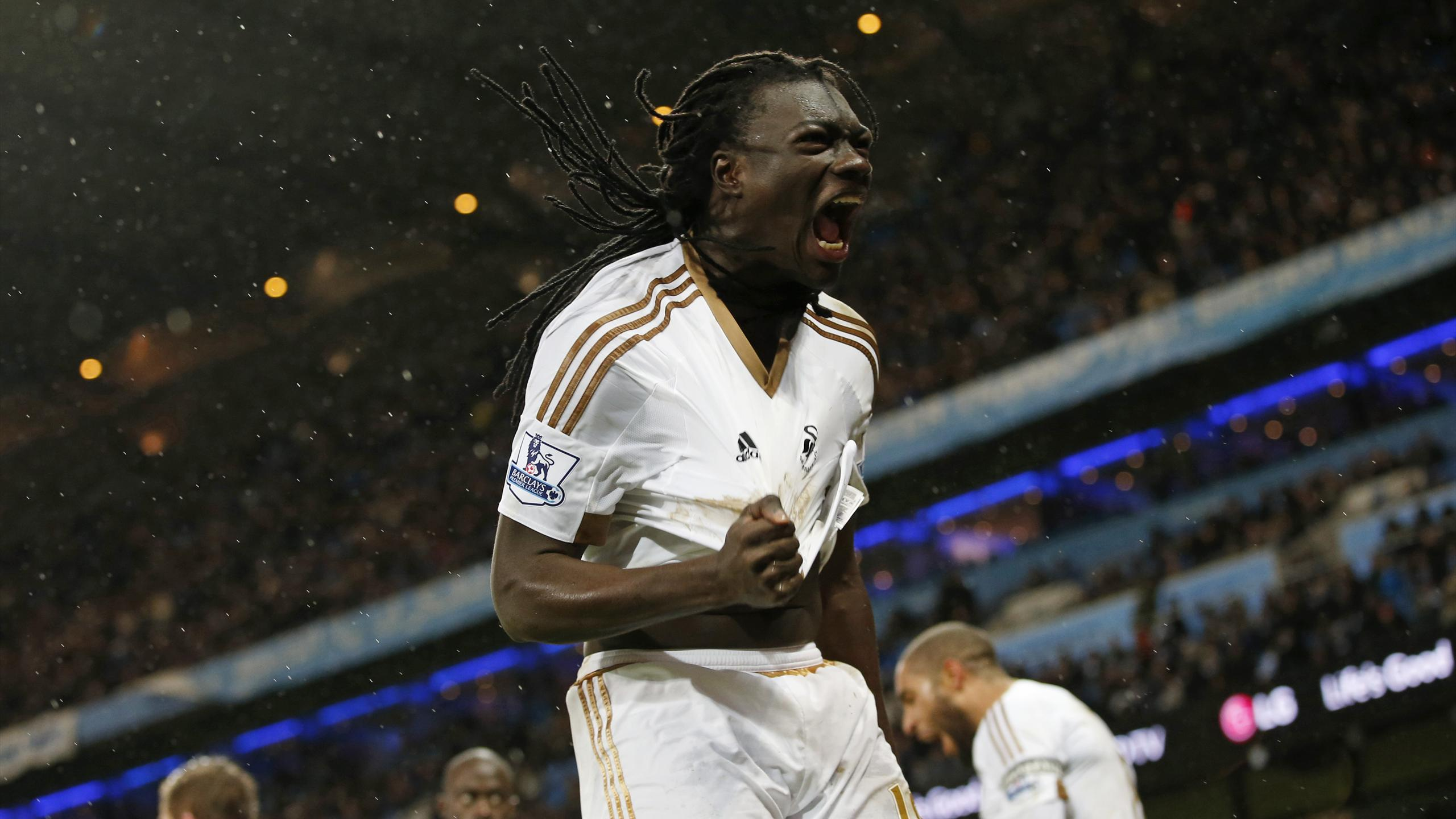 Bafetimbi Gomis celebrates his late equaliser for Swansea at Manchester City